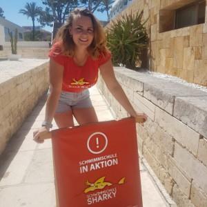 Schwimmlehrerin Merle Mutz im Allsun Eden Playa Mallorca